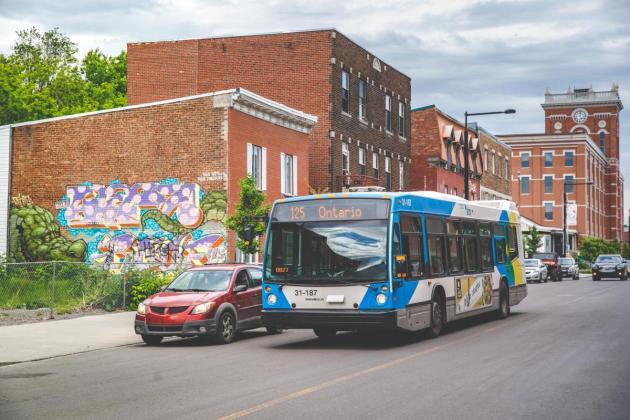 Photo of the 125 bus line on Ontario street near Fullum street. Credit Simon Laroche.