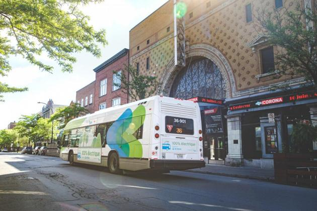 Photo of a STM electric bus in front of Corona Theater.